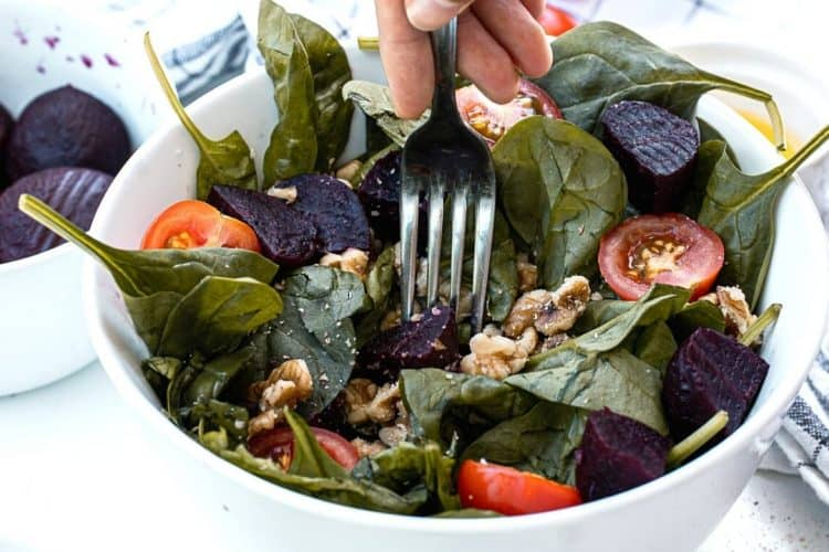 Delicious Spinach and Beet Salad